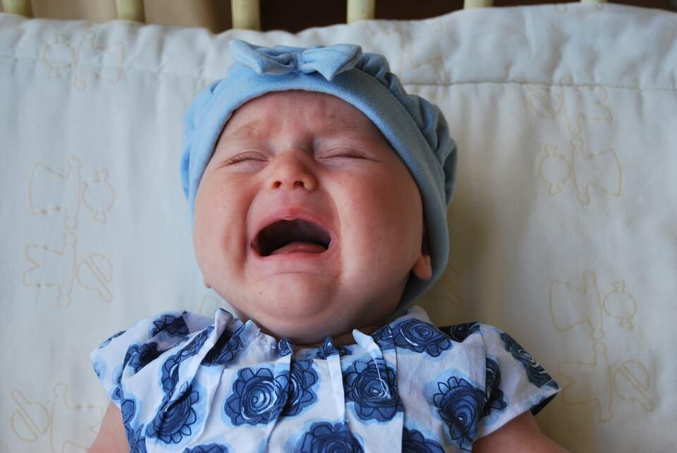 Bayi Jarang Menangis dan Tidur Terus