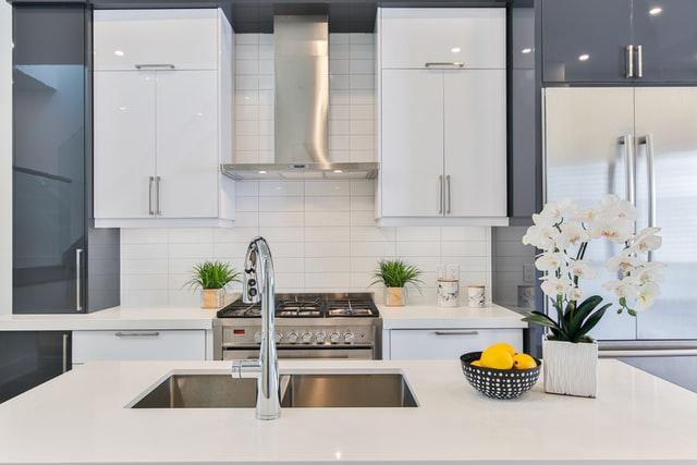 Mudah Diterapkan, Yuk Simak Tips Memilih Model Rak Perkakas Dapur Dari Kayu
