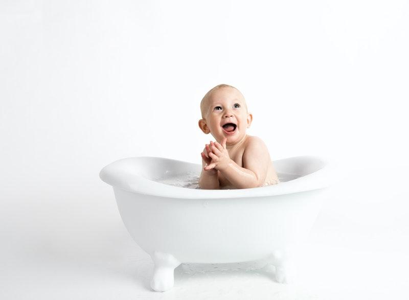 Bolehkah Bayi Mandi Jam 6 Pagi dan Apa yang Perlu Diperhatikan?